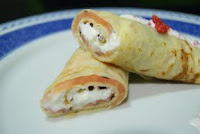 http://rebuscandoenladespensa.blogspot.com.es/2013/02/crepe-enrollada-de-salmon-ahumado.html