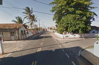 http://vnoticia.com.br/noticia/1413-bandidos-assaltam-familia-em-atafona-roubam-carro-e-capotam-na-br-356