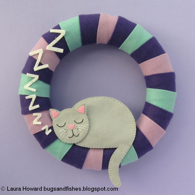 arrange the felt pieces on the wreath