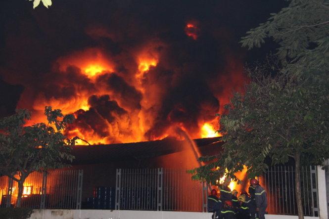 Nổ hóa chất, công ty  mực in bốc cháy kinh hoàng
