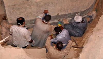 Mengejutkan, Inilah Isi Dari Peti Mati Raksasa Misterius di Mesir