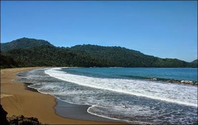 objek wisata Pantai Bandealit di Jember
