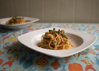 http://oscomiloes.pt/2018/04/11/spaghetti-alla-puttanesca-com-atum/