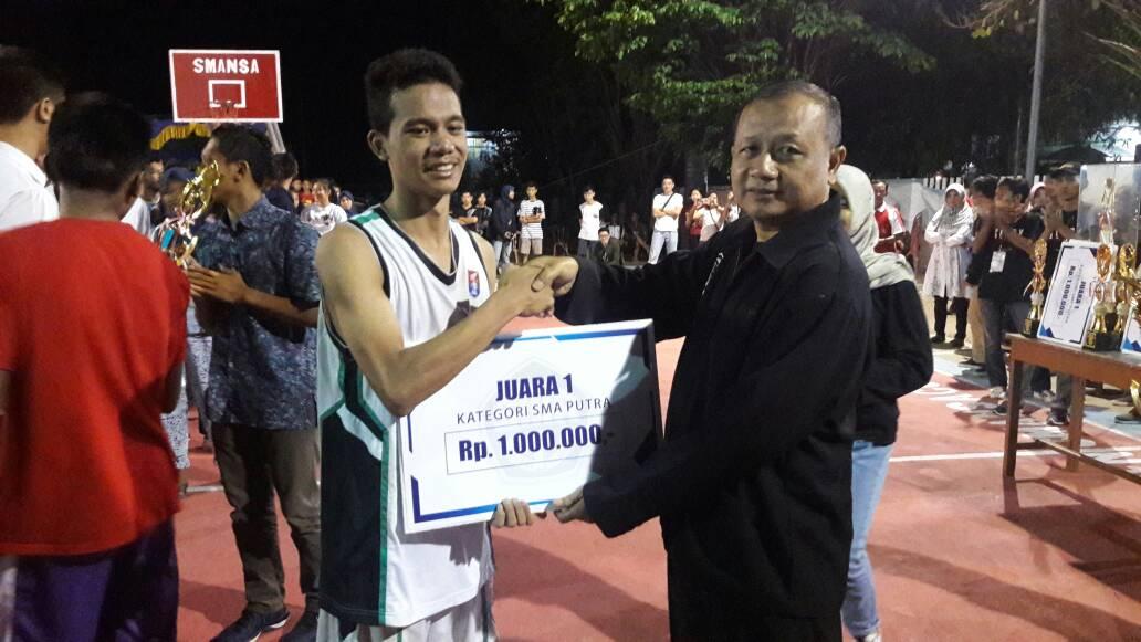 Tim Basket Putra SMA Kalam Kudus Juara 1 SMANSA CUP