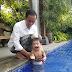 Serunya Mbah Jokowi Main Pedang-pedangan dan Mandikan Cucu