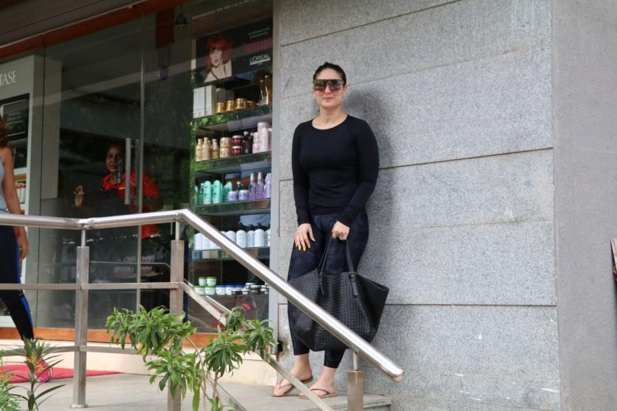 Kareena Kapoor Khan and Amrita Arora Spotted at Freeda