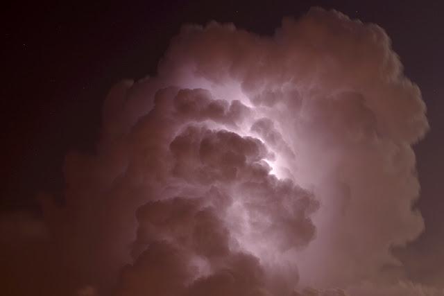 piorun w chmurze
