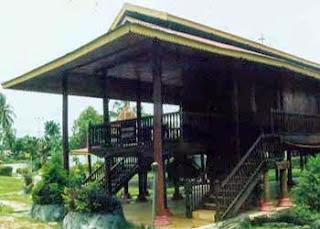 anak tangga pada rumah adat Dulohupa
