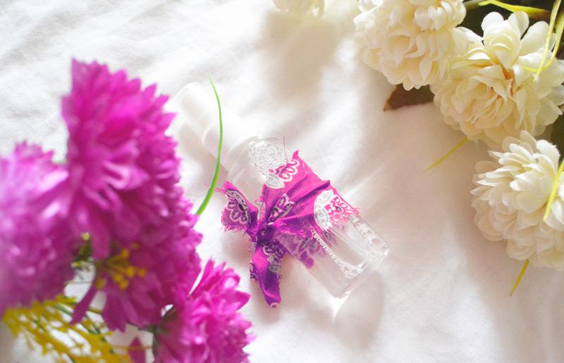 Problemas para dormir? Aprenda a fazer sua própria água de lençóis de lavanda e durma como um anjinho :-)!