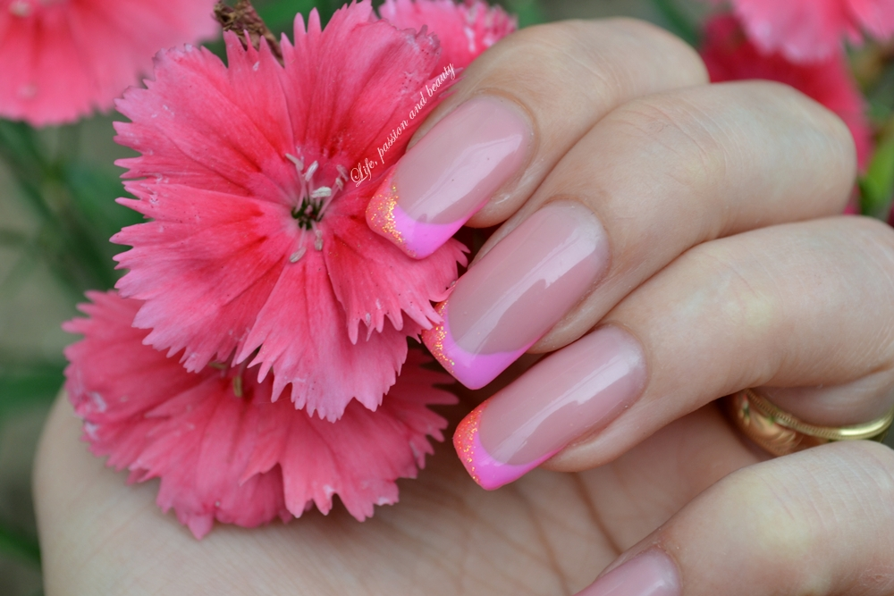 Unghii Cu Gel French Roz Cu Sclipici Life Passion And Beauty