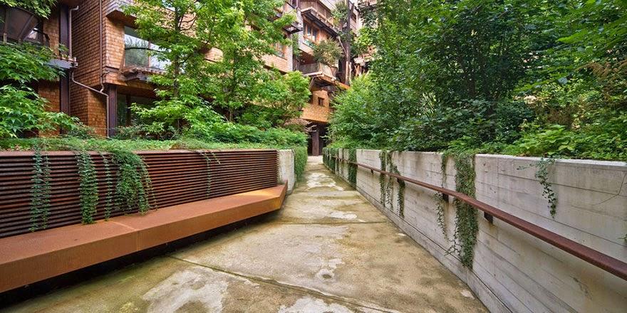 complejo de apartamentos en Italia con muchos árboles