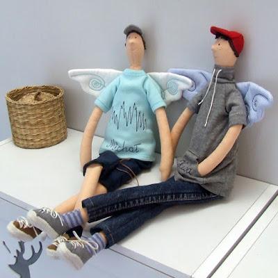 Krysia to uszyła - szyte anioły tilda spersonalizowane rękodzieło na zamówienie - chłopcy w czapeczkach z daszkiem