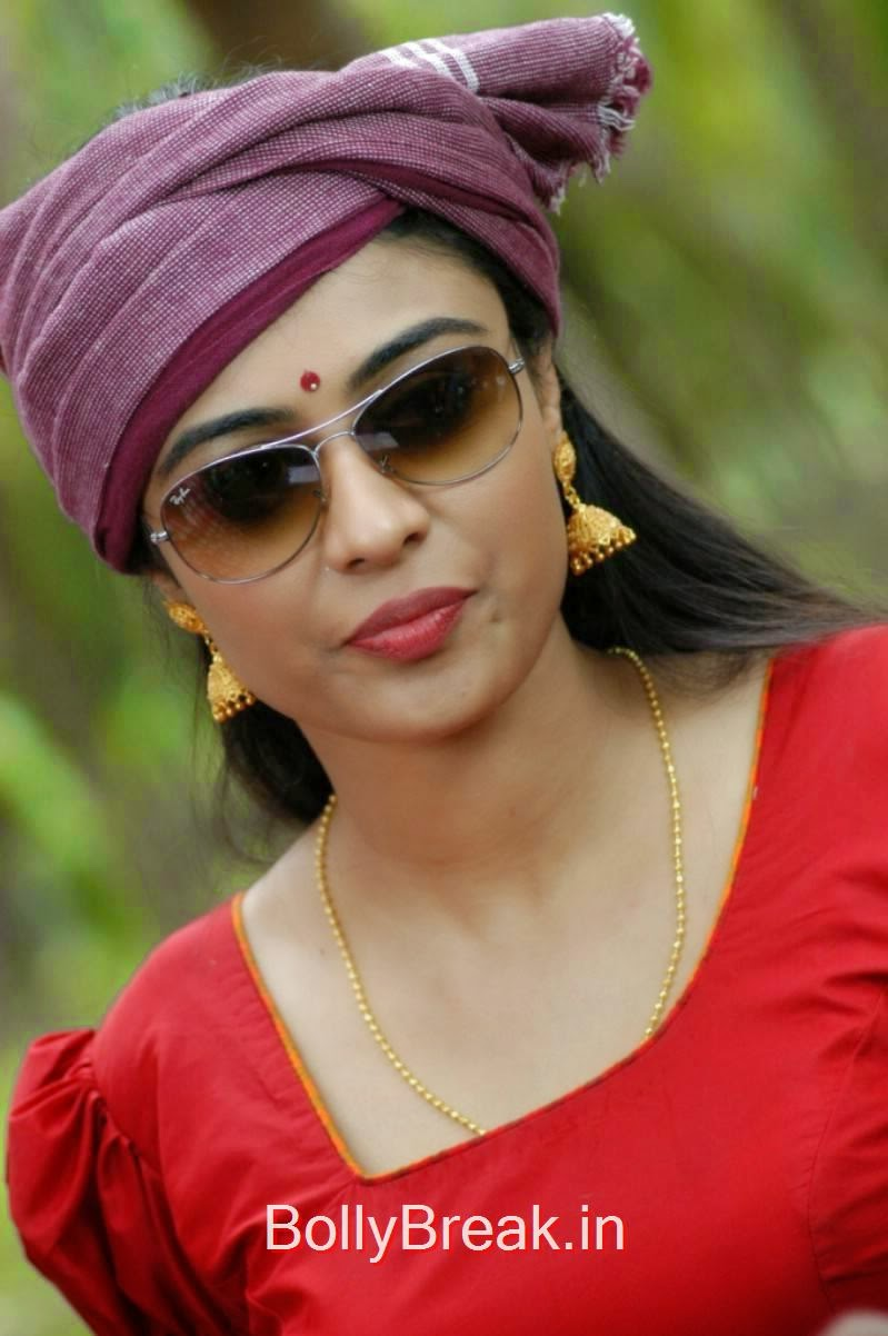 Tamil Actress Neha Hinge, Hot pics of Neha Hinge Stills From Sagaptham Movie