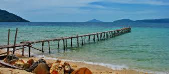siapa sangka di kalimantan barat ada pulau yang seeksotis pulau randayan pantainya berpasir putih dan sepi bagaikan pribadi