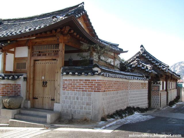 Деревня Букчон - квартал домов ханок в Сеуле