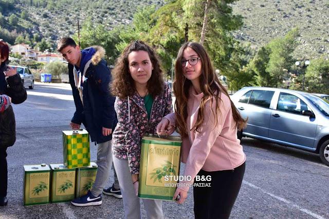 Μαθητές του 2ου Λυκείου Ναυπλίου δώρισαν 85 κιλά ελαιόλαδο στο Συσσίτιο Ευαγγελίστριας (βίντεο)