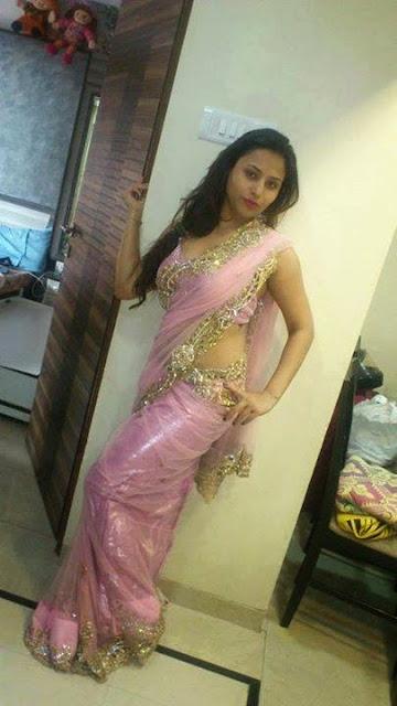 slim-figure-bhabhi-hot-in-sari