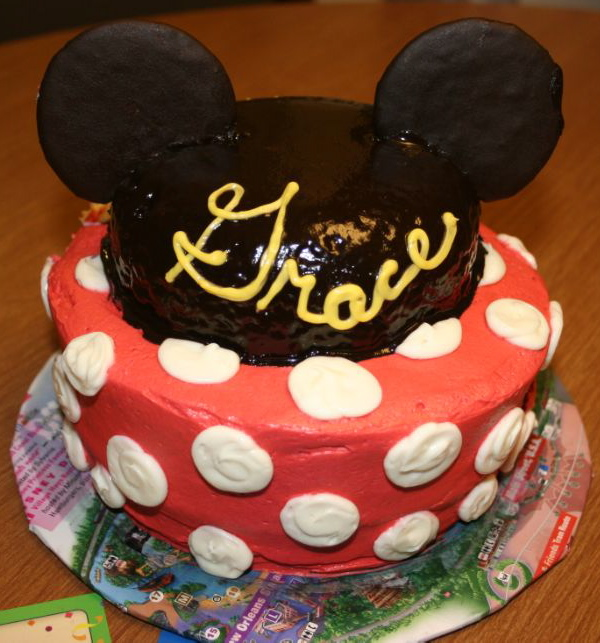 Of Town Guests Were Celebrating A 10th And 8th Birthday At Disneyland So What Better Way To Celebrate Than With Mickey Minnie Mouse Cakes