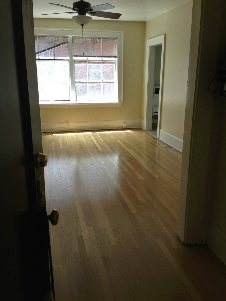 secondhand goods empty apartment before. Black Bedroom Furniture Sets. Home Design Ideas