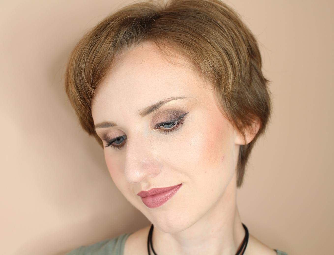 makijaż_makeup_kobiecy_brązowe_usta