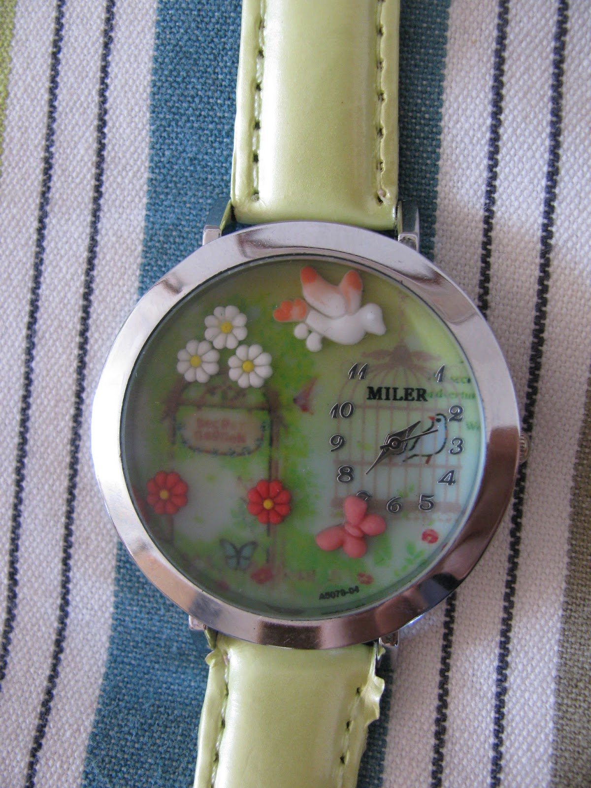 e9f06ff3c59 Armas roheline kell. Roheline on ka minu lemmikvärv (: Cute and girly  watch. Green is also my favourite colour!