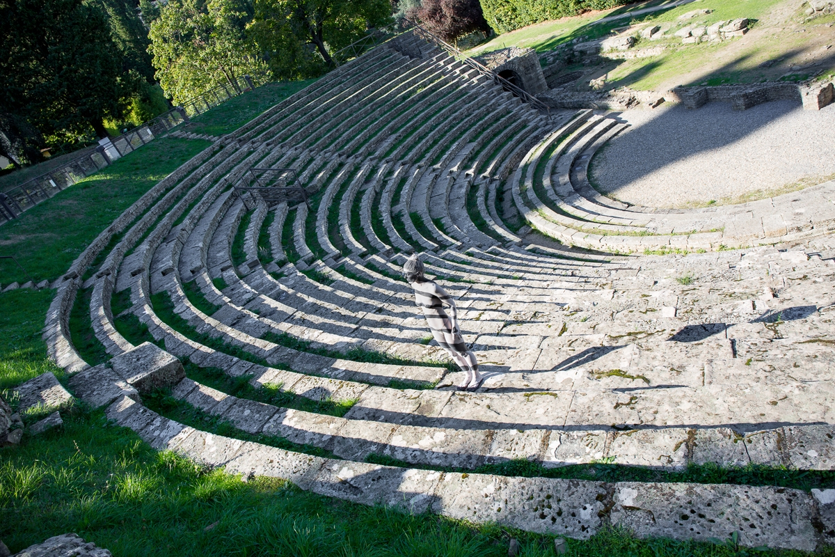 06-Teatro-Romano-Fiesole-Trina-Merry-Body-Painting-on-location-in-Tuscany-Italy-www-designstack-co