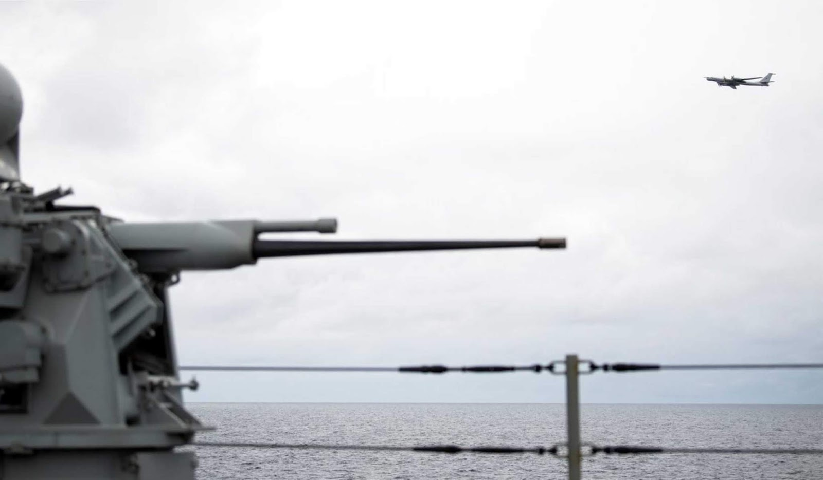 Pesawat Rusia mendekati kapal unggulan Armada Keenam AS dengan ketinggian rendah