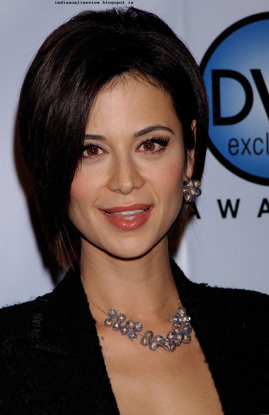 Classify the painfully good-looking actress, Catherine Bell