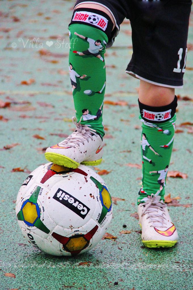 Kick It! mit selbstgenähten Fußball Stutzen [Kniestrümpfe ...
