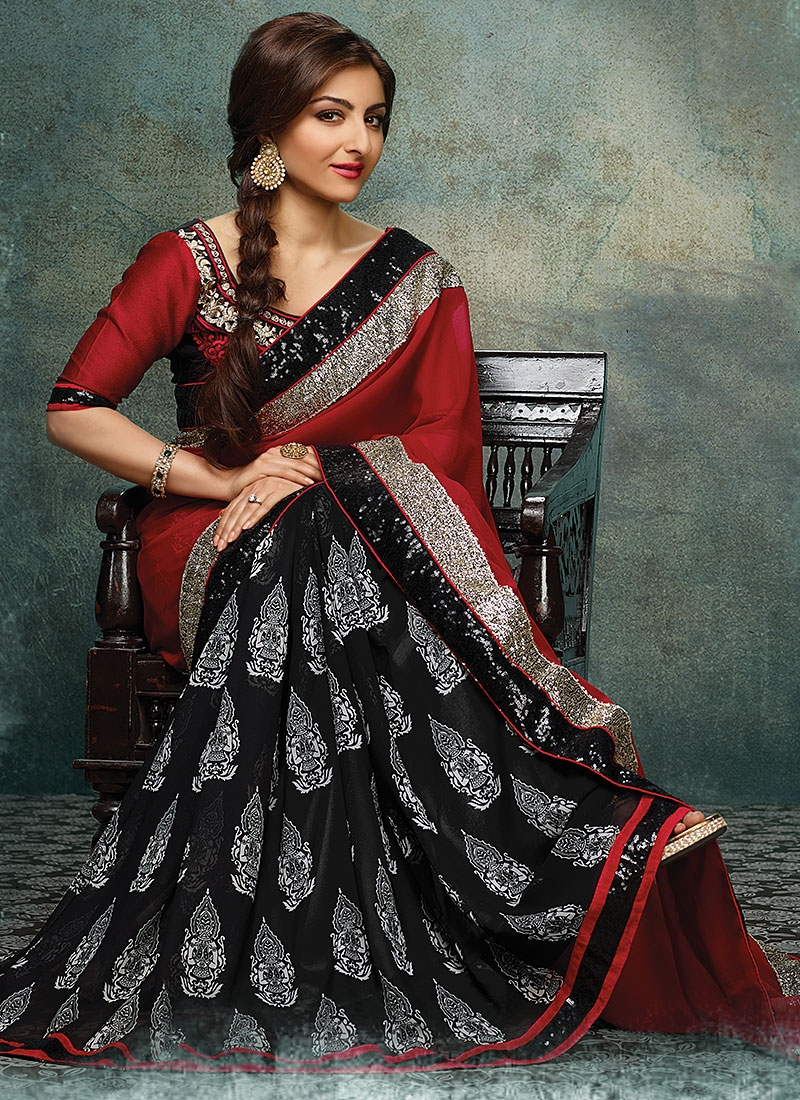 soha ali khan in red and black sari