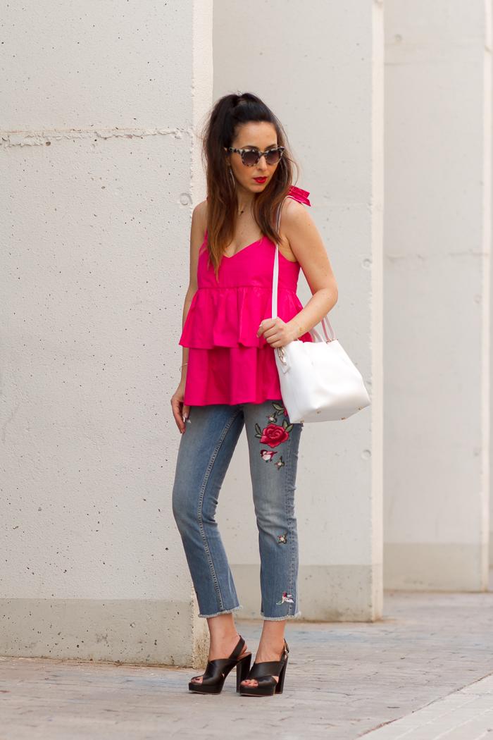 Blogger influencer de Valencia con ideas para vestir con estilo casual urbano chic