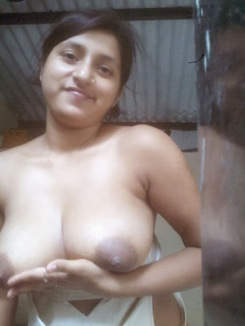 Horny Bhabhi Open Boobs Hot Pussy Leaked XXX Photo