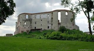http://fotobabij.blogspot.com/2015/04/ruiny-zamku-w-janowcu-od-strony-pn-wsch.html