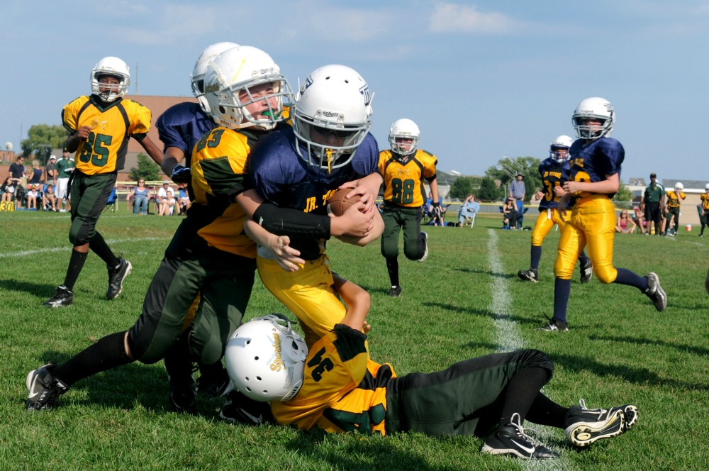 kids playing tackle football