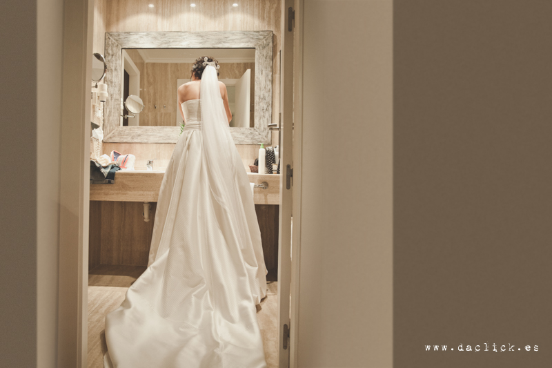 vestido de novia por detrás de Rosa Clará