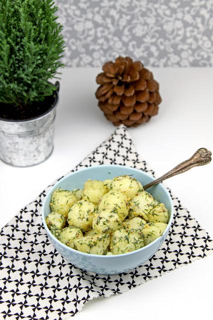 salaka ziemniaczana, sałatka szwedzka, kuchnia skandynawska, kuchnia szwedzka, sałatka ziemniaczana z sosem musztardowym