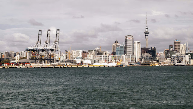 2 weeks in New Zealand: view of the Auckland skyline from Devonport