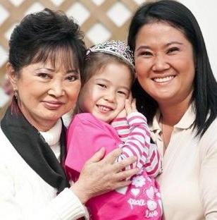 Foto de Keiko Fujimori junto a su madre y su pequeña hija