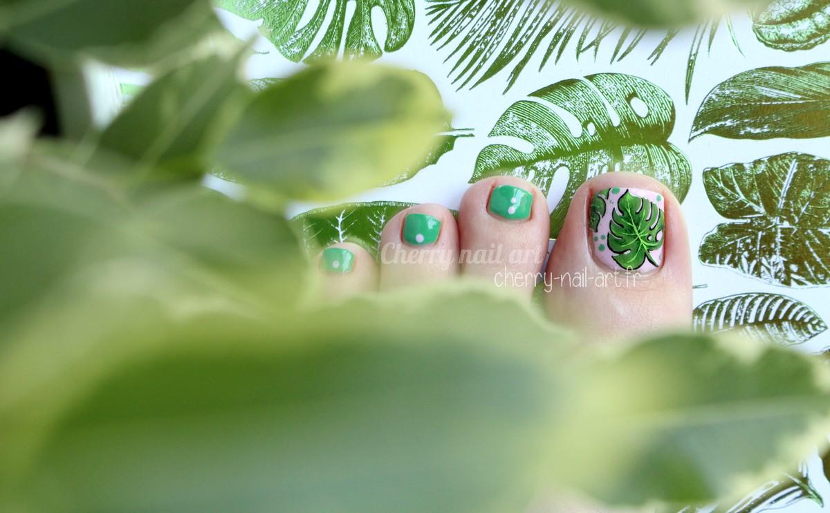 nail-art-pieds-feuille-monstera-jungle