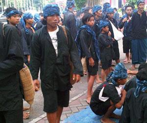 Baju adat Baduy Luar