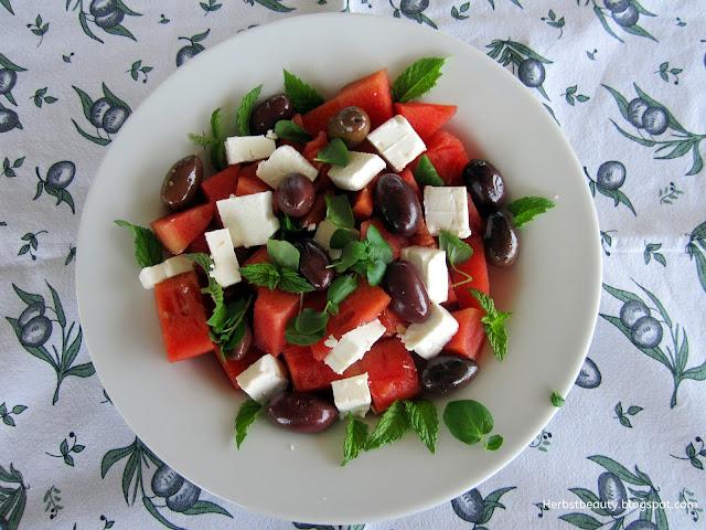 Wassermelonensalat mit Oliven und Feta