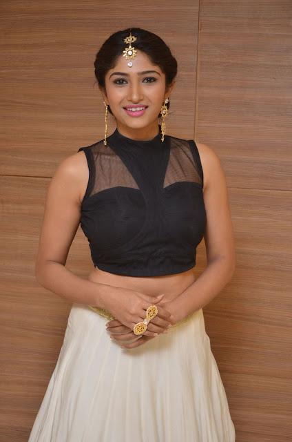 Roshini Prakash hot navel pics