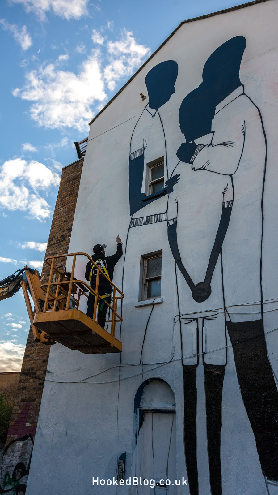 São Paulo street artist Alex Senna Paints Huge London Mural