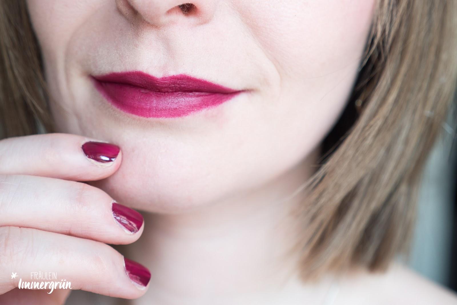 Nui Cosmetics Lipstick Tempora, vegan, Naturkosmetik, matt + Benecos Nail Polish Desire