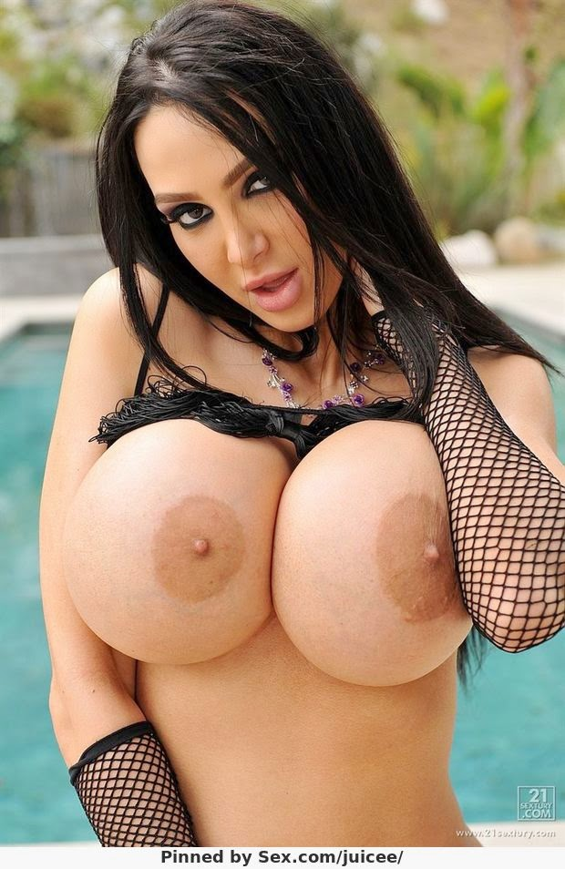 Busty pornstar carmella bing plumps up to bbw status - 1 part 2