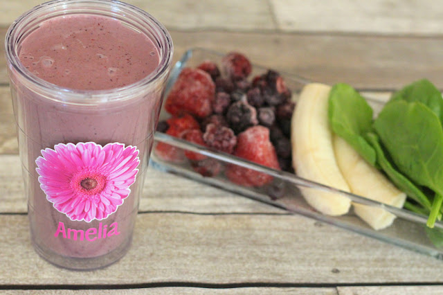 mix berries green smoothies