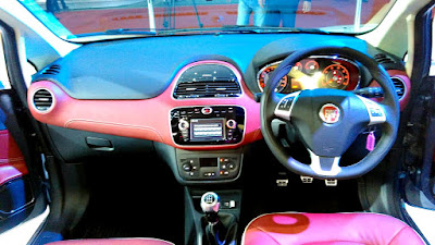 2016 Fiat Urban Crossover interior pictures