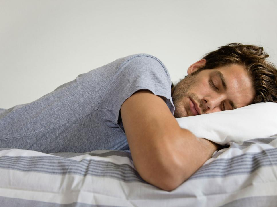 Спящий мужик с другом #9