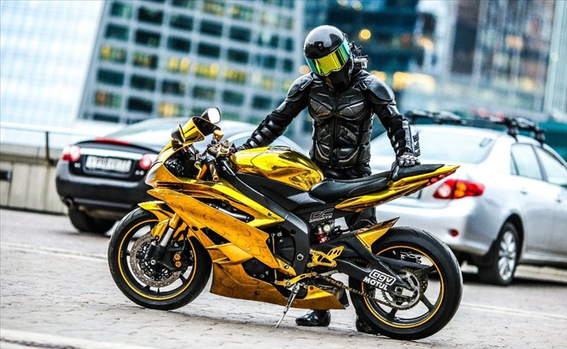 Sportbike Yamaha R6 Gold Chrome Batman 002