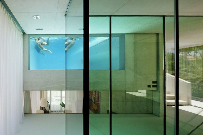 Glass wall in the House with swimming pool by Wiel Arets Architects (WAA)